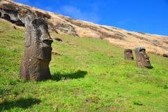 被埋没的复活节岛moai 库存图片