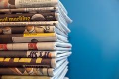 被堆的报纸  免版税库存图片
