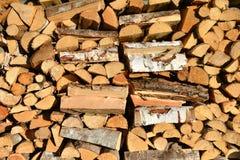 被堆的木柴,木纹理 免版税库存图片