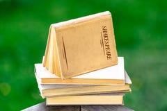被堆的莎士比亚书  免版税库存图片