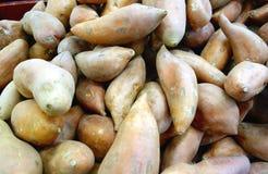 被堆的薯类 库存照片