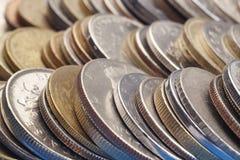 被堆积的不同的种类硬币 宏观细节 免版税库存照片