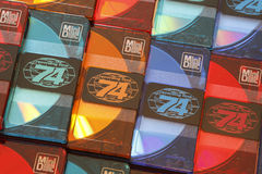 被堆积的五颜六色的音频迷你激光唱片行紧密  免版税库存照片