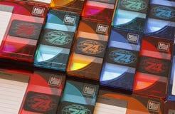 被堆积的五颜六色的音频迷你激光唱片行  免版税库存图片
