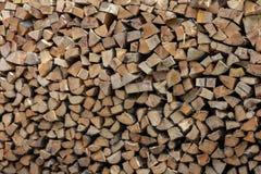 被堆积的分裂木柴日志背景 库存照片