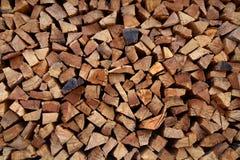 被堆积的切好的木头 免版税库存图片