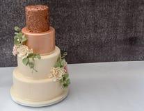 被堆积的婚宴喜饼 免版税库存照片