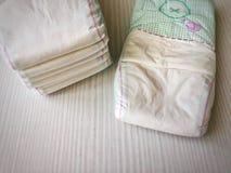 被堆积的婴孩尿布 库存图片