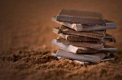 被堆积的巧克力块 库存图片