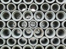 被堆积的抽象具体排水设备管道 免版税图库摄影
