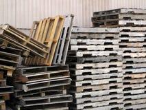 被堆积的木调色板 免版税库存图片