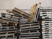 被堆积的木调色板 免版税库存照片