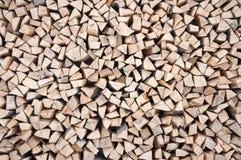 被堆积的木头 背景 免版税库存照片