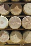 被堆积的杉木木材杆 免版税库存图片
