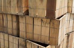 被堆积的条板箱 免版税库存照片