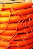 被堆积的橙色抢救圆的浮体,海海军陆战队员救护设备 免版税库存图片