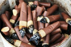 被堆积的烟头,对健康的害处 免版税库存照片