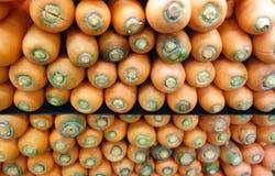 被堆积的红萝卜 库存图片