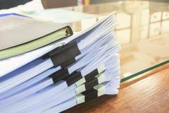 被堆积的纸张文件 免版税库存照片