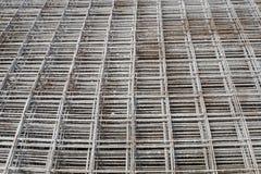 被堆积的网格钢筋 库存照片