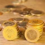 被堆积的老硬币 免版税库存图片