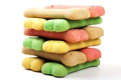 被堆积的色的喂狗的硬饼干 免版税库存图片