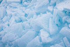 被堆积的蓝色冰片断 免版税图库摄影