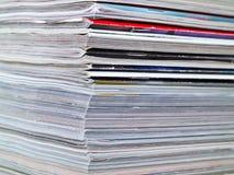被堆积的边缘框架充分的杂志 免版税图库摄影
