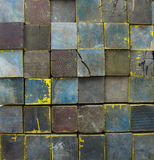 被堆积的铺磁砖的木块在多颜色背景中 免版税库存图片