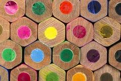 被堆积的颜色铅笔的样式 库存照片