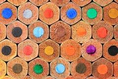 被堆积的颜色铅笔紧密  免版税库存图片