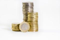 被堆积的2和1欧元硬币  免版税库存图片