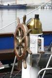 被塑造的舵老s船 免版税库存图片