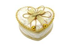 被塑造的配件箱接近的金重点珠宝  库存例证