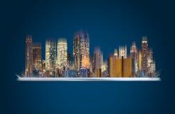 被增添的现实技术、聪明的城市创新和建筑技术 有大厦全息图技术的数字片剂 免版税库存照片