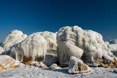 被复的冰岩石 库存图片