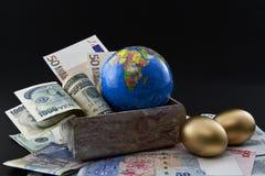 被多样化的蛋全球嵌套 免版税库存照片