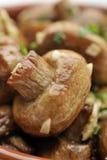 被嫩煎的蘑菇 免版税库存图片