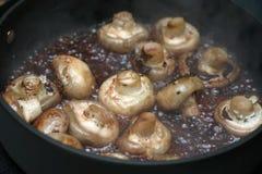 被嫩煎的蘑菇 库存图片