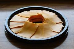 被安排的乳酪切片盘子  库存图片