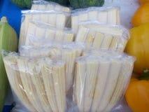 被安排的小玉米玉米棒 免版税库存照片