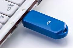 被安排的推进闪光膝上型计算机笔表 图库摄影