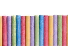 被安排的颜色蜡笔查出的线路 库存图片