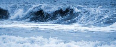 被定调子的大通知海蓝色 库存图片