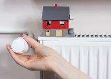 被定调子的蓝色幅射器温箱 节省热能的概念 免版税库存照片