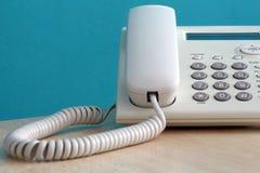 被定调子的蓝色接近的办公室电话射击 免版税图库摄影