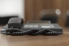 被定调子的蓝色接近的办公室电话射击 免版税库存照片