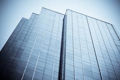 被定调子的蓝色摩天大楼 免版税图库摄影