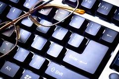 被定调子的蓝色玻璃关键董事会 免版税库存图片