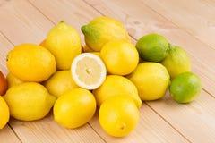 被对分的柑橘水果 库存图片